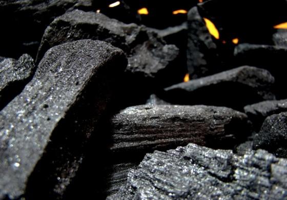 Ustawa antysmogowa zakaże używania pieców węglowych?
