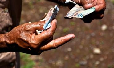 Od dziś konsumenci będą lepiej chronieni przed pułapką spirali zadłużenia. Problemy z terminową spłatą długów ma już 2 mln osób