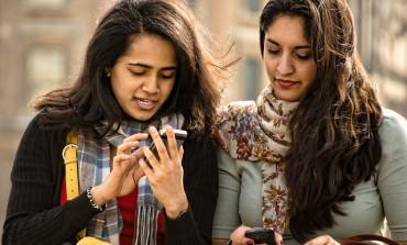 Unia kończy z roamingiem, ale Polacy w niektórych sieciach wciąż będą za niego płacić. Regulatorzy rynku grożą operatorom karami finansowymi