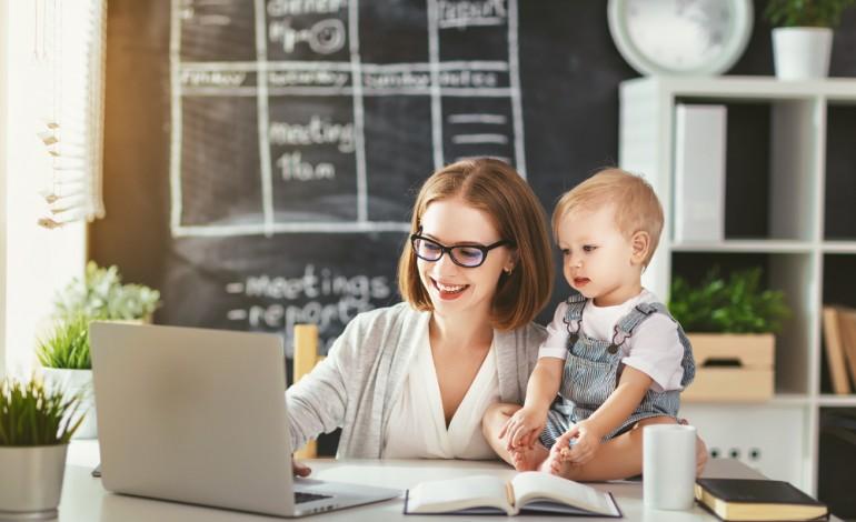Mama na etacie, czyli czego może oczekiwać kobieta od swojego pracodawcy?
