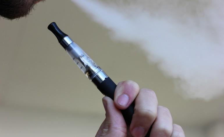 Akcyza na płyny do e-papierosów może zahamować rozwój rynku. Najwięcej stracą małe i średnie firmy
