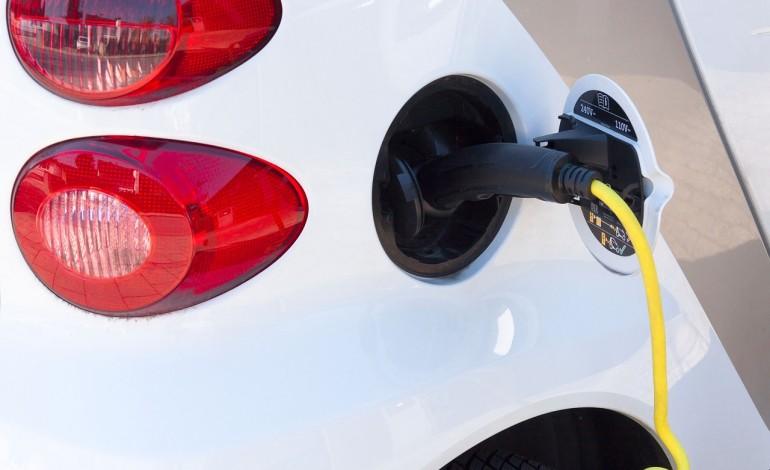 W ustawie o elektromobilności zabrakło zachęt dla klasycznych hybryd. Bez nich trudno będzie osiągnąć cel miliona aut elektrycznych w 2025 roku
