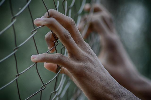 PK: zarzuty dla członków grupy przestępczej zajmującej się handlem ludźmi i czerpaniem korzyści z nierządu