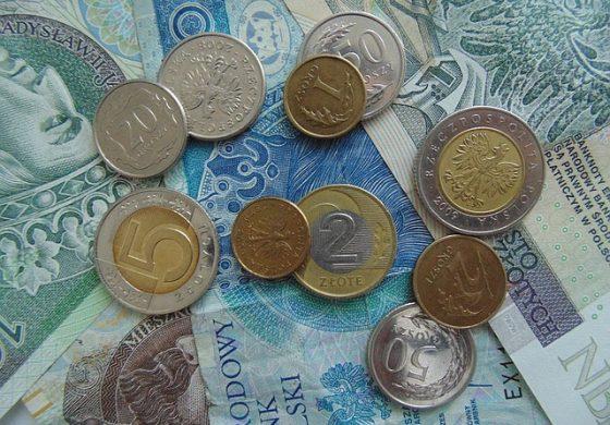 Pandemia koronawirusa podwójnie uderza we frankowiczów. Ryzyku utraty pracy i wynagrodzeń towarzyszy rekordowy wzrost rat kredytów