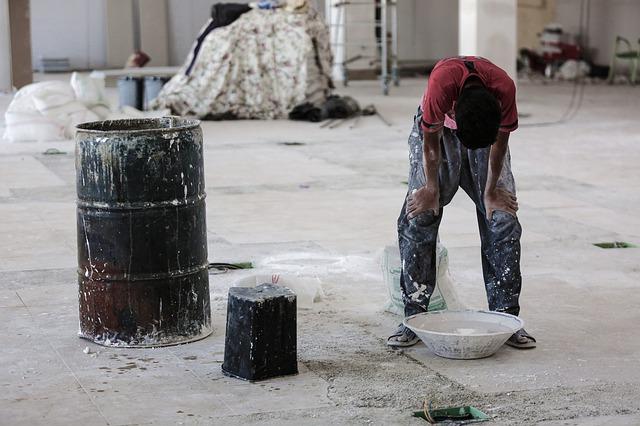 Zatrudnienie młodocianych pracowników tylko pod pewnymi warunkami. Nie mogą wykonywać wszystkich obowiązków i pracować w pełnym wymiarze godzin