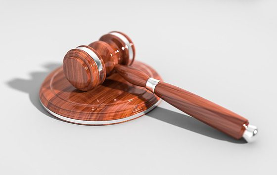 Wprowadzono w sądach postępowanie dowodowe bez udziału oskarżonego lub obrońcy