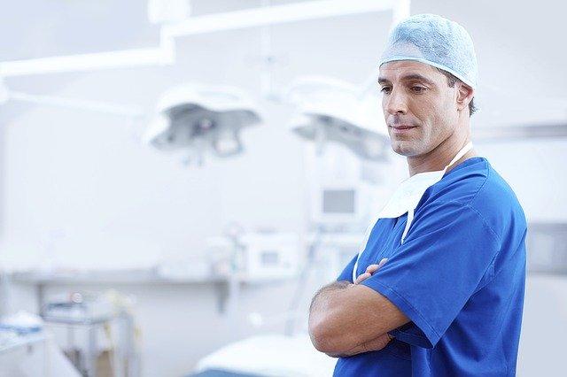 WHO przestrzega przed paniką związaną z koronawirusem i noszeniem maseczek chirurgicznych przez zdrowe osoby. Te mogą wręcz stać się źródłem infekcji